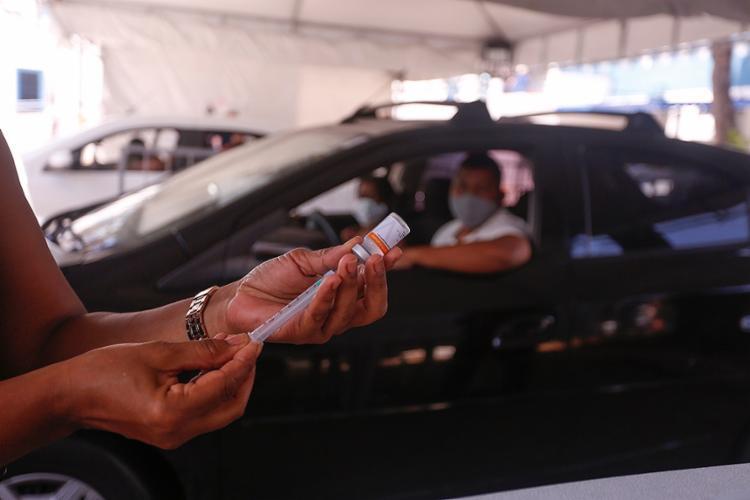 Estratégia foi adotada devido o número reduzido de doses do imunizante | Foto: Olga Leiria | Ag. A TARDE | 3.4.2021 - Foto: Olga Leiria | Ag. A TARDE | 3.4.2021