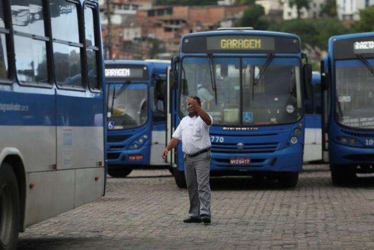 O sindicato afirma que realizará assembleias em todas as garagens do sistema de transporte de Salvador nas primeiras horas da manhã desta sexta-feira   Foto: Joá Souza - Foto: Joá Souza