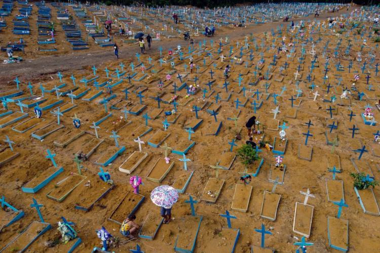 Foram 2.211 mortes e 85.536 diagnósticos nas últimas 24h | Foto: Michael Dantas | AFP - Foto: Michael Dantas | AFP