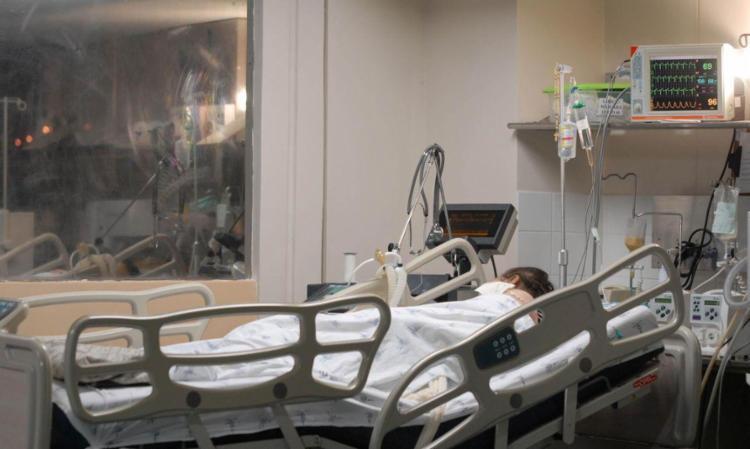 O país chega ao total de 593.663 óbitos provocados pela doença   Foto: Agência Brasil   Divulgação - Foto: Agência Brasil   Divulgação