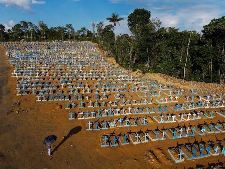 Nas últimas 24 horas, foram registrados 839 óbitos   Foto: Michael Dantas   AFP - Foto: Michael Dantas   AFP