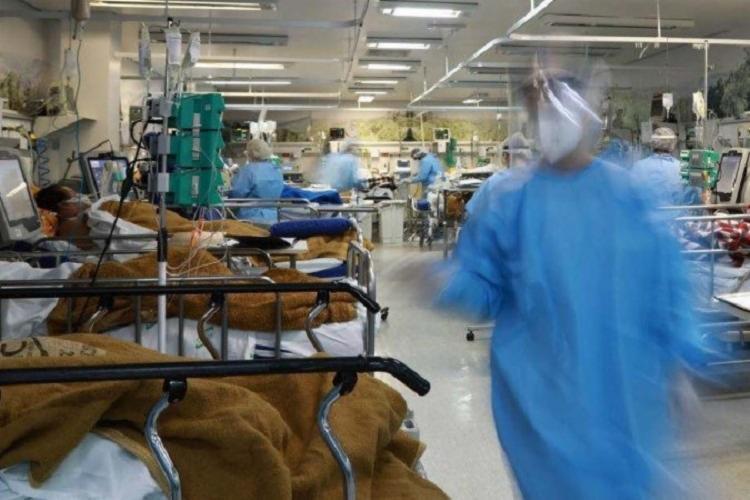 Em 24 horas, foram confirmados mais 73,3 mil diagnósticos positivos | Foto: Silvio Ávila | AFP - Foto: Silvio Ávila | AFP