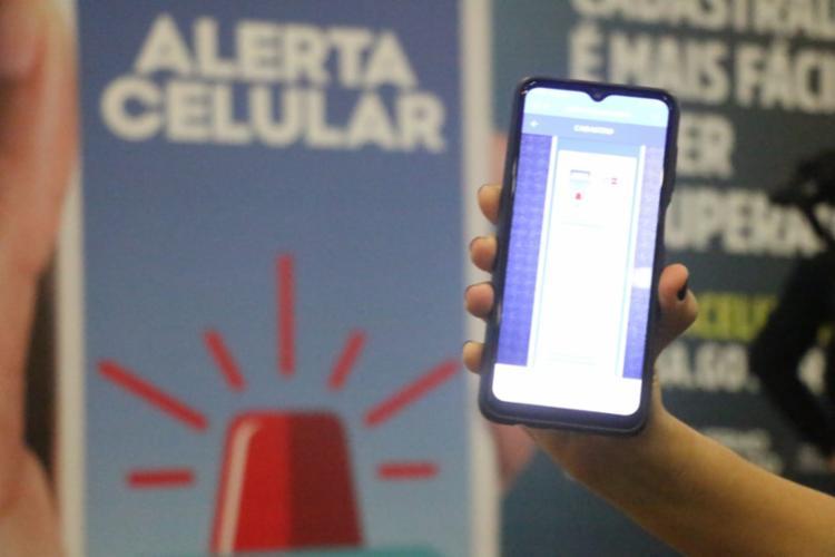 Alerta Celular permite que, nas abordagens, policiais consigam consultar o banco de dados | Foto: Divulgação | SSP - Foto: Divulgação | SSP