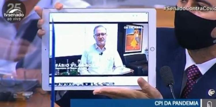 Vídeo, veiculado em abril de 2020, mostra secretário liberando uso de medicamento para tratamento contra a Covid-19; Nota técnica vetou recomendação 2 meses depois - Foto: TV Senado