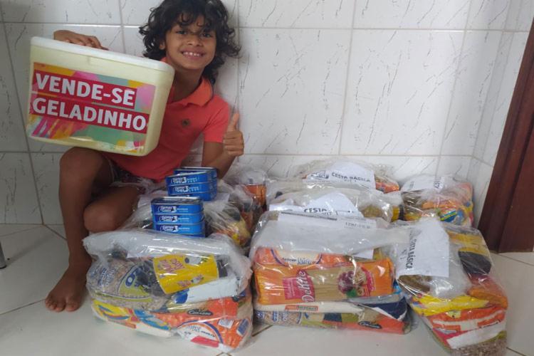 O garoto Samuel Soares, de sete anos, provocou emoção na sua família pelo seu gesto. - Foto: Achei Sudoeste/Reprodução