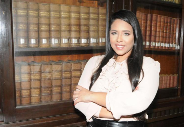 A presidenta do Conselho Consultivo da Jovem Advocacia da Bahia (OAB Jovem), Sarah Barros, afirma que os profissionais vêm enfrentando novas dificuldades de inserção no mercado. - Foto: Divulgação
