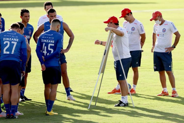 Dado mostra para os atletas o que vai querer dentro de campo | Foto: Felipe Oliveira | EC Bahia - Foto: Felipe Oliveira | EC Bahia