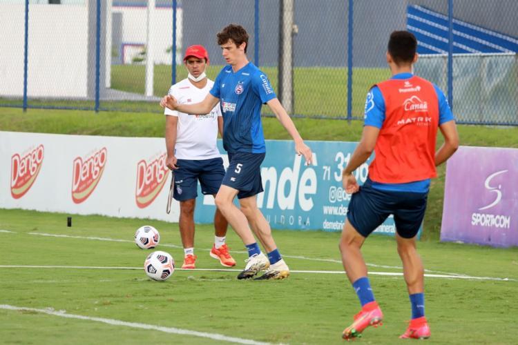Com todos em campo, o treinador Dado Cavalcanti comandou um treino tático em campo reduzido | Foto: Felipe Oliveira | EC Bahia - Foto: Felipe Oliveira | EC Bahia