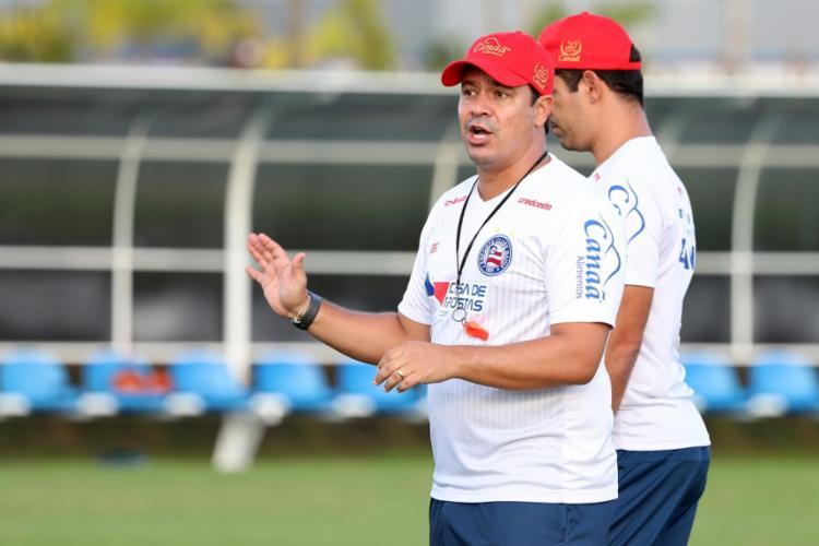 Em campo, Dado passou um treino técnico com foco na posse de bola aos atletas | Foto: Felipe Oliveira | EC Bahia - Foto: Felipe Oliveira | EC Bahia