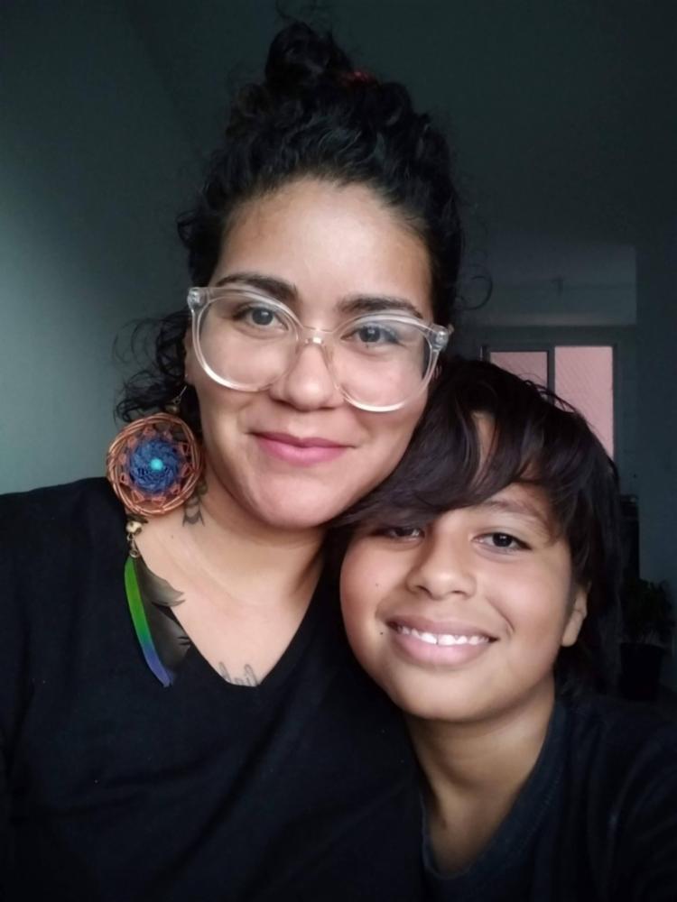 Joice Melo, mãe de Juan, encontrou nas palavras uma forma de se comunicar com outras mulheres que enfrentam os desafios diários da maternidade.