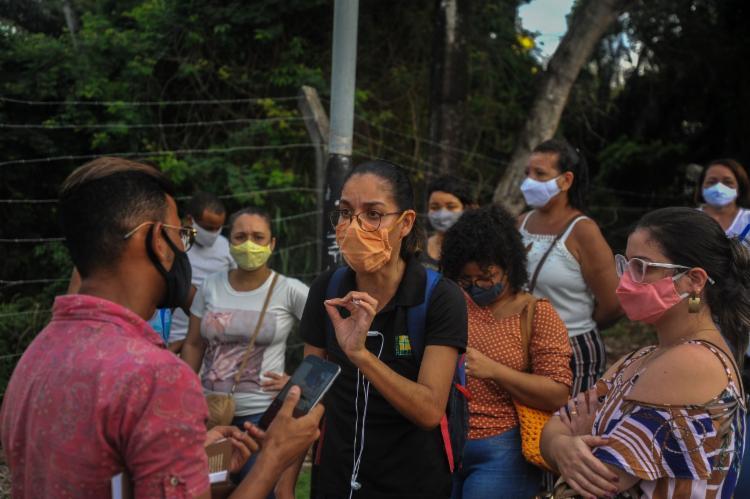 Professores se mobilizaram para vacinação, que foi encerrada mais cedo | Foto: Felipe Iruatã | Ag. A TARDE - Foto: Felipe Iruatã | Ag. A TARDE