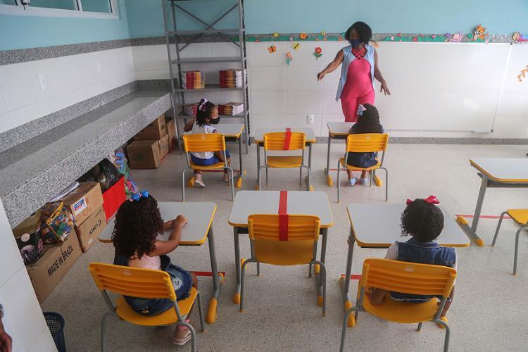 Após quase um ano de escolas fechadas e de ensino remoto, alunos voltam às salas de aula na capital baiana   Foto: Bruno Concha   Secom - Foto: Bruno Concha   Secom