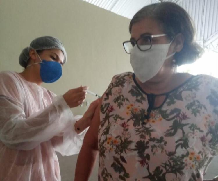 A vacinação é realizada na Loja Maçônica 5 de Novembro, na avenida Joana Angélica, 78, Centro, nos horários de 8h30 às 11h30 e 14h às 16h   Foto: Divulgação - Foto: Divulgação