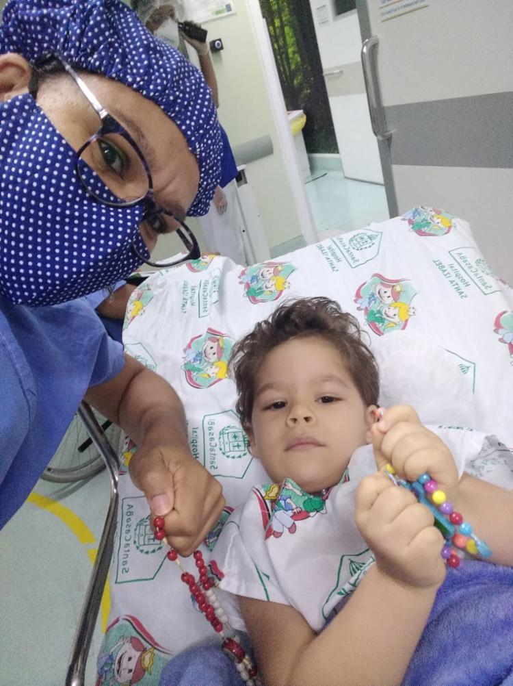 Mãe do menino, Sylmara Rocha, está na busca pela realização do tratamento do filho | Foto: Acervo Pessoal