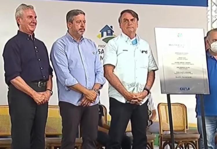 Fernando Collor (esq.), Arthur Lira (cent.) e Jair Bolsonaro (dir.) em inauguração em Maceió, Alagoas - Foto: Reprodução/Twitter