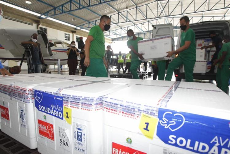 A Bahia possui 30 ultracongeladores em nove cidades polo, com capacidade para armazenar as vacinas da Pfizer. - Foto: Carol Garcia/GOVBA