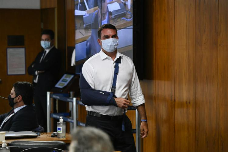 Flávio Bolsonaro chamou Renan Calheiros, relator da CPI da Covid, de vagabundo durante a sessão desta quarta-feira, 12 | Foto: Divulgação - Foto: Divulgação