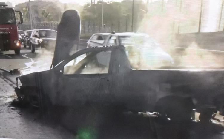 Chamas foram debeladas pelos bombeiros | Foto: Reprodução | TV Bahia - Foto: Reprodução | TV Bahia