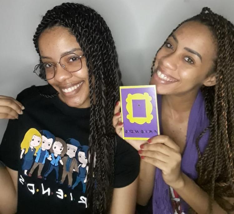 As irmãs Aila e Brenda Brito compartilham do amor pela sitcom   Foto: Reprodução   Arquivo Pessoal