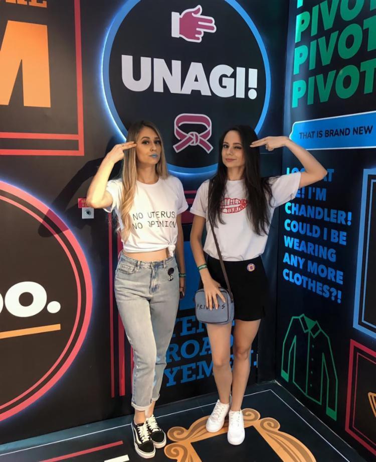 Devido ao sucesso no instagram, as irmãs Raquel e Mônica foram convidadas a visitar exposição sobre Friends   Foto: Reprodução   Arquivo Pessoal