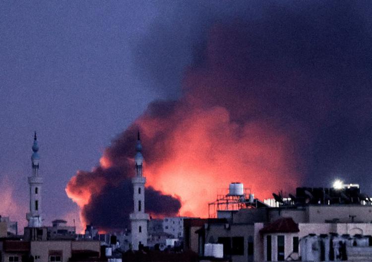Até esta quinta, 232 palestinos morreram, segundo a contagem do Ministério da Saúde em Gaza, - Foto: MAHMUD HAMS / AFP