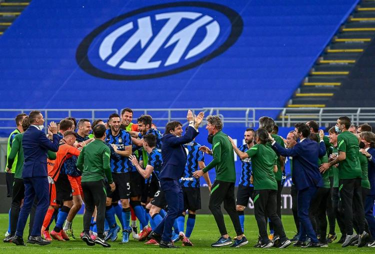 O dia foi festivo para a Inter, apesar do jogo ter sido disputado sem público devido às restrições contra a pandemia de Covid-19 | Foto: Miguel Medina | AFP - Foto: Miguel Medina | AFP