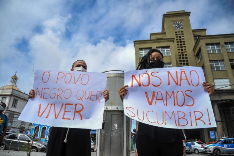 Dupla exibe palavras de ordem | Foto: Felipe Iruatã | Ag. A TARDE