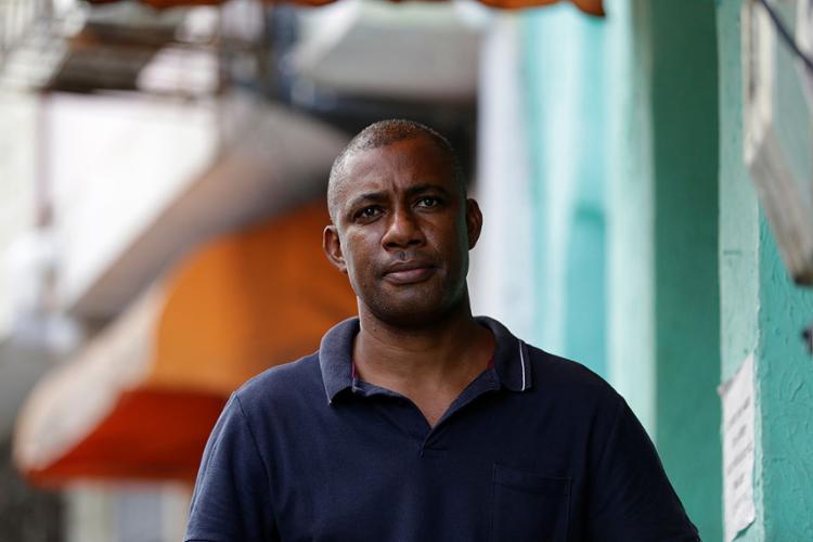 Marcelo Jr., 50, põe esperança na vacinação, para tudo melhorar | Fotos: Adilton Venegeroles | Ag. A TARDE - Foto: Adilton Venegeroles | Ag. A TARDE