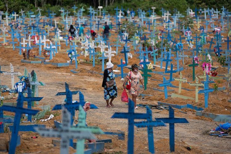 Em 24 horas, foram confirmados 1.024 óbitos   Foto: Michael Dantas   AFP - Foto: Michael Dantas   AFP