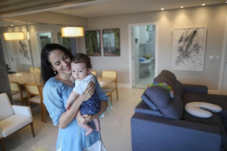 Natália Libório Estrela e o filho Kadu | Foto: Raphaël Müller | Ag. A TARDE - Foto: Raphaël Müller | Ag. A TARDE