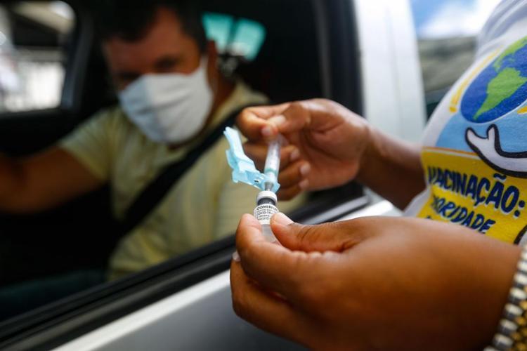Neste sábado, 15, será promovido um mutirão de vacinação de 28 horas ininterruptas para aplicação da 2ª dose da Coronavac | Foto: Rafael Martins | Ag: A TARDE | 4.5.2021 - Foto: Rafael Martins | Ag: A TARDE | 4.5.2021