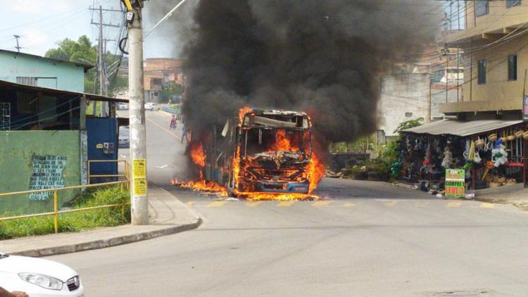 Suspeito foi flagrado com materiais utilizados para incinerar os veículos   Foto: Reprodução   Redes Sociais - Foto: Reprodução   Redes Sociais