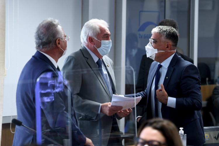 Os senadores divergiram sobre a quantidade de pessoas vacinadas contra a covid-19 no Brasil   Foto: Edilson Rodrigues/Agência Senado - Foto: Divulgação