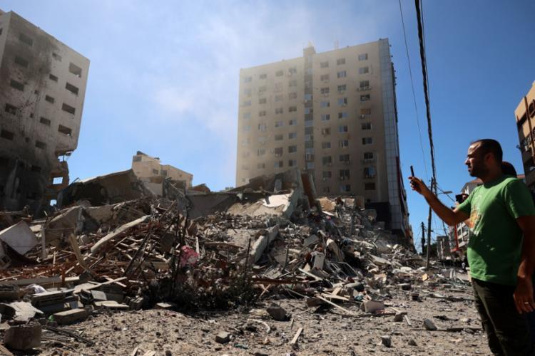 Bombardeios de Israel destroem prédios na Faixa de Gaza - Foto: Mohammed ABED / AFP