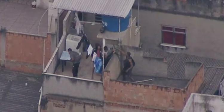 Passageiros foram atingidos durante uma operação da Polícia Civil na comunidade do Jacarezinho | Foto: Reprodução | TV Globo - Foto: Reprodução | TV Globo