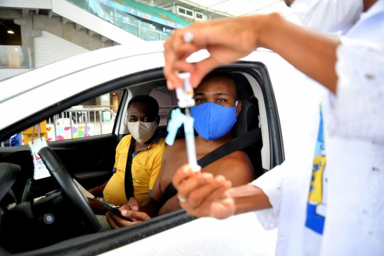 Segunda dose e grupos prioritários voltam a ser imunizados na sexta   Foto: Felipe Iruatã   Ag. A TARDE - Foto: Felipe Iruatã   Ag. A TARDE