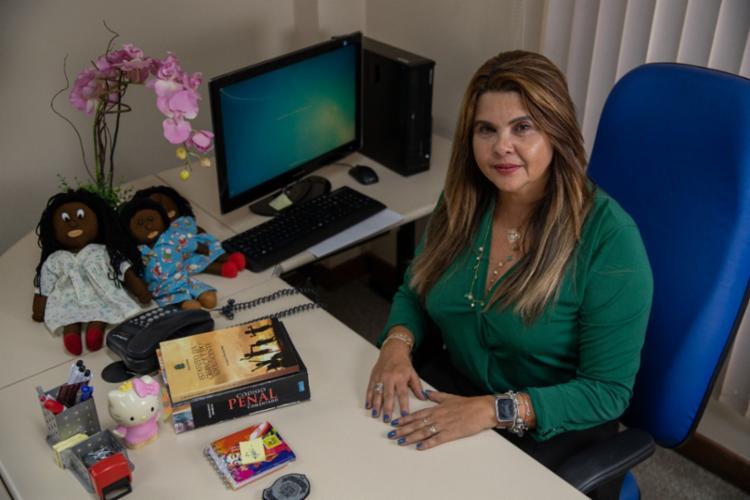 Simone Moutinho, delegada titular da Dercca, especializada no atendimento à criança e o adolescente - Foto: Uendel Galter/ Ag A Tarde