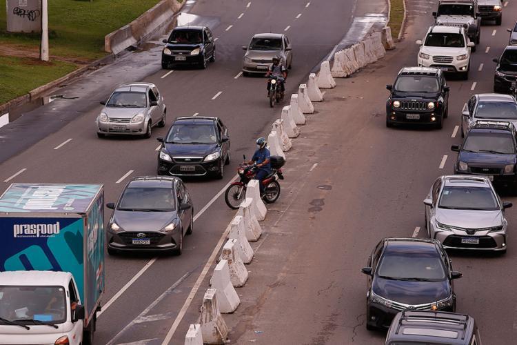 Flagrantes de desrespeito às leis de trânsito demonstram importância da maior conscientização de condutores | Foto: Olga Leiria | Ag. A TARDE - Foto: Olga Leiria | Ag. A TARDE