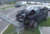 Carro bate e derruba poste na avenida Paralela | Foto: Reprodução | TV Bahia