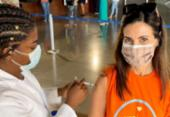 Fátima Bernardes toma primeira dose da vacina contra covid-19: