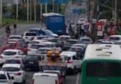 Acidente entre ônibus e moto deixa 1 ferido na Paralela | Cidadão Repórter via Whatsapp