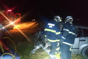 Homem morre em colisão entre carro e caminhão na BR-020