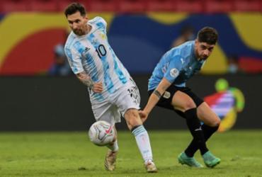 Messi brilha e Argentina vence Uruguai pelo Grupo A da Copa América | Evaristo de Sá | AFP