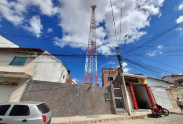 Brumado: moradores e comerciantes protestam contra torre telefônica temendo contaminação