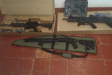 Quatro armas são apreendidas com investigado por agredir mulher