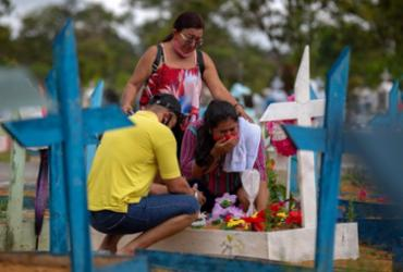 Covid-19: mortes no Brasil vão a 577,5 mil e casos a 20,67 milhões   Michael Dantas   AFP
