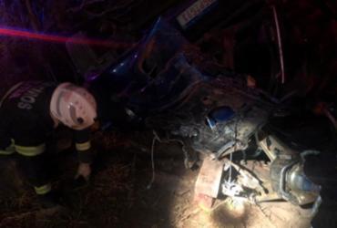 Bombeiros resgatam corpo preso em ferragens na BR-135