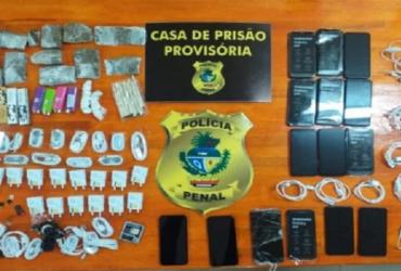 Homem é preso ao tentar entrar rastejando com drogas em prisão | Divulgação | DGAP