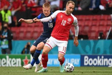 De alta, Eriksen visita concentração da Dinamarca e abraça colegas | Jonathan Nackstrand | POOL | AFP