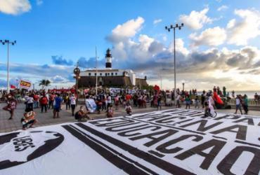 Manifestantes ocupam ruas de Salvador para protestar contra governo Bolsonaro | Filipe Iruatã / AG. A Tarde
